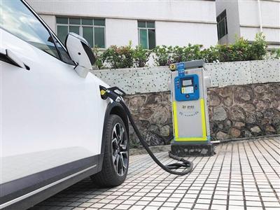 """充电停车免费,0.5元一度电 电动车能""""薅羊毛""""吗?"""