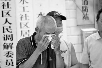 众人献爱心 为来郑卖蜂蜜救孙的爷爷募集善款70多万