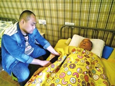 """一句承诺,他照顾偏瘫岳父9年 孝义之家获评""""河南最美家庭"""""""