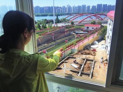 河南洛阳一学校要建大厕所 隔壁业主:担心有异味