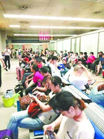 武昌火车站这个候车室被吐槽