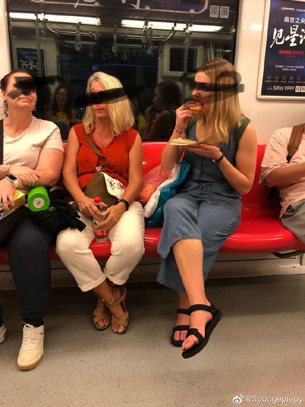 """南京地铁回应""""只罚中国人不罚外国人"""":违反公平原则"""
