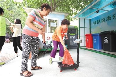 """""""绿色车队""""上线 北京将试点生活垃圾不分类不收运机制"""