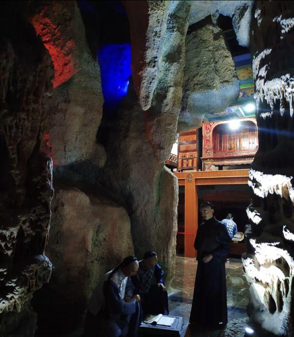 安徽一墓地老板在博物馆里开酒店 养巨型娃娃鱼和孔雀