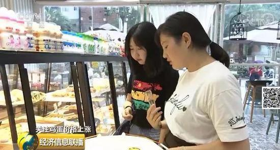 而在四川仁寿,不少喜欢吃甜品的消费者已经感受到了鸡蛋价格上涨带来的变化。