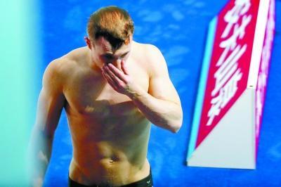 """第五跳后领先31.10分 最后一跳砸了 跳水界也有""""埃蒙斯"""""""