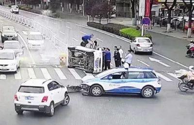 宁可被冤屈也要先救人!同是车祸现场,这位司机让人敬佩