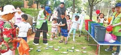 孩子们的暑期垃圾分类实践活动很时尚
