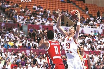 中国男篮首战告捷今争冠