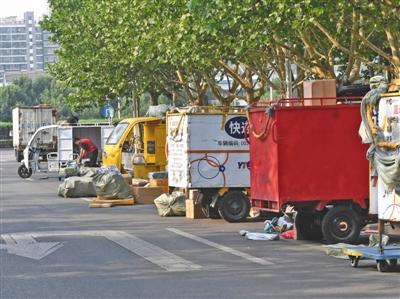 调查:无管理人员是北京部分地区违规停车原因之一