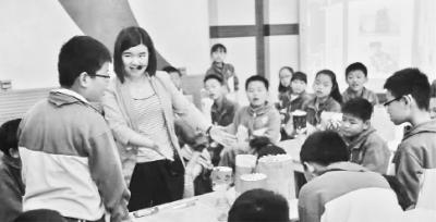 <b>唱京歌、玩走马灯 90后老师传承传统文化脑洞大开</b>
