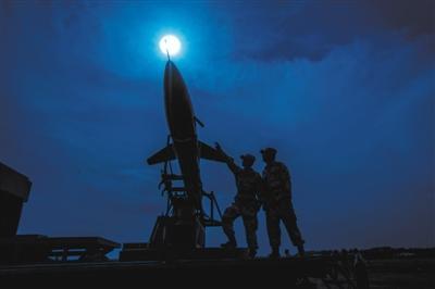 中部战区空军某基地无人机分队 确保每架靶机时刻待战