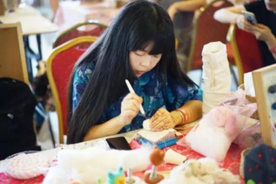 羊毛毡手作人苏芳:放弃赚快钱 追求更高技艺