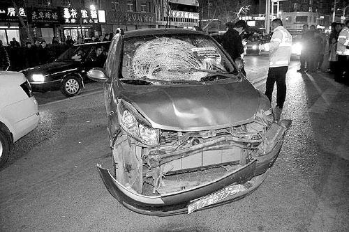 他无证醉酒驾车冲撞致一人死亡、多车受损 获刑十一年