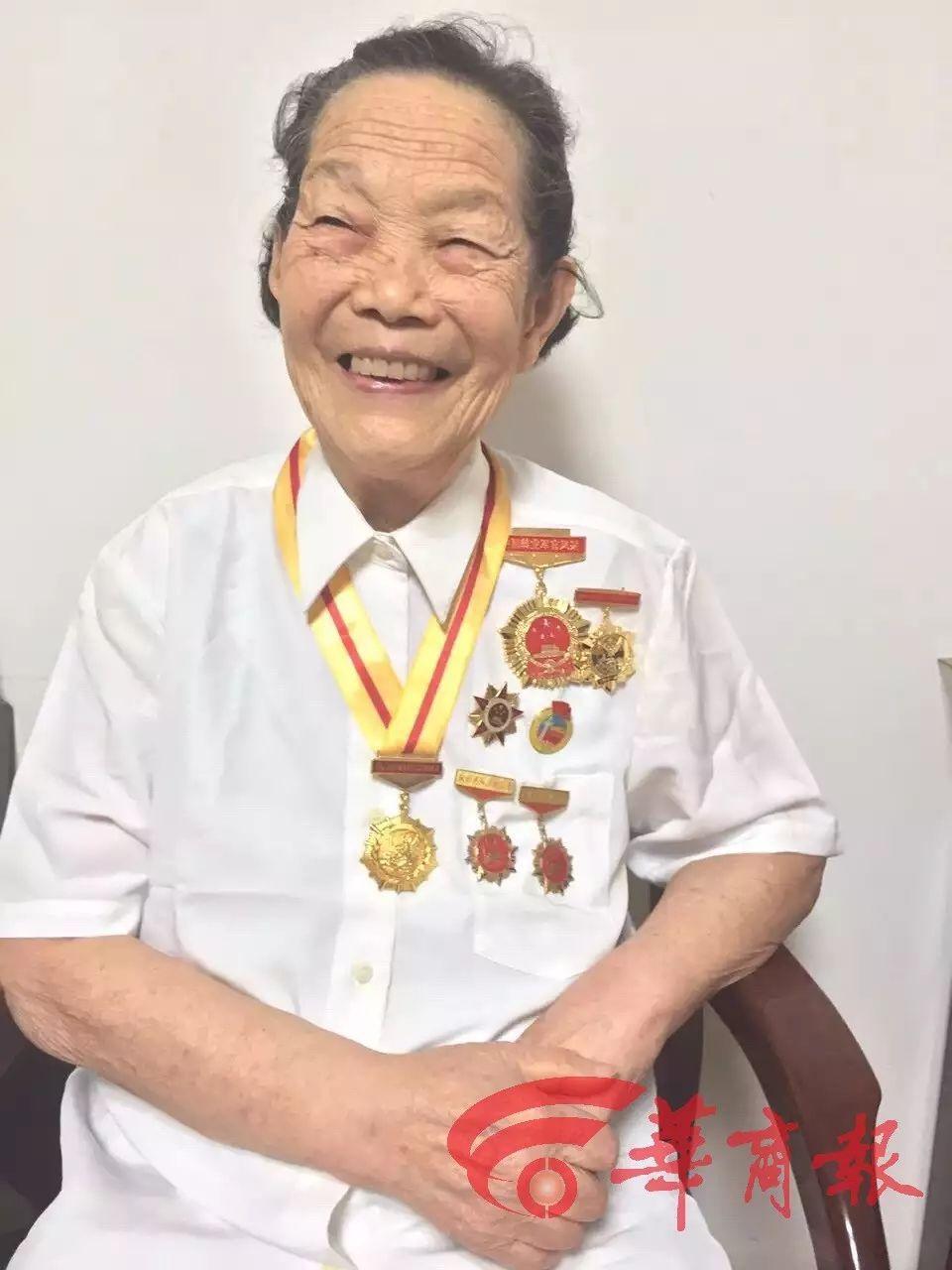 行医71年的95岁医生奶奶走了,人该这样度过一生