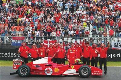 舒马赫已能在家中观看F1直播 儿子驾驶法拉利开上赛道