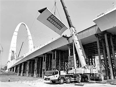 """北京新首钢大桥今年9月底通车 钢结构用量超过""""鸟巢"""""""