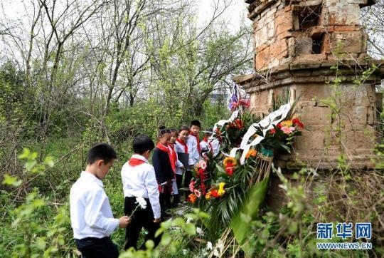 没有墓碑,却有丰碑——洪湖畔的永恒哀思