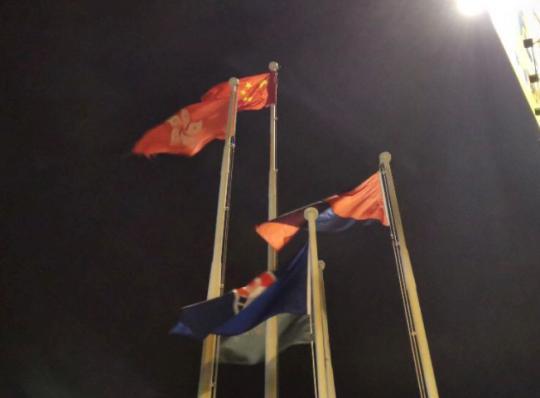 国旗重新mmoggo化妆品牌升起(杨升/摄)