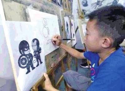 草木知威:漯河8岁男孩画三国系列人物惟妙惟肖