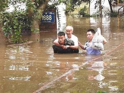全国十余省份迎来大到暴雨 山洪和地质灾害预警齐发