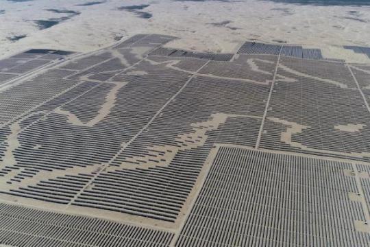 """达拉特光伏发电应用领跑基地:把黄沙变成""""黄金"""""""