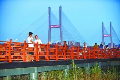 """七夕之夜,去汉口江滩点亮""""鹊桥"""""""