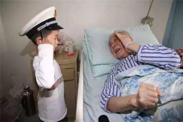 这些特殊的军礼,让人泪目……
