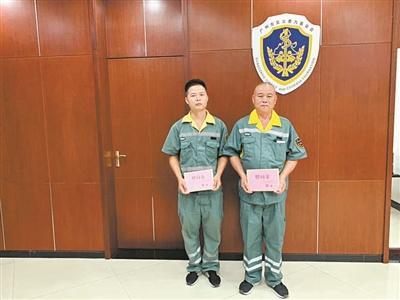 广州两位环卫工人勇救落水者 获见义勇为基金会奖励