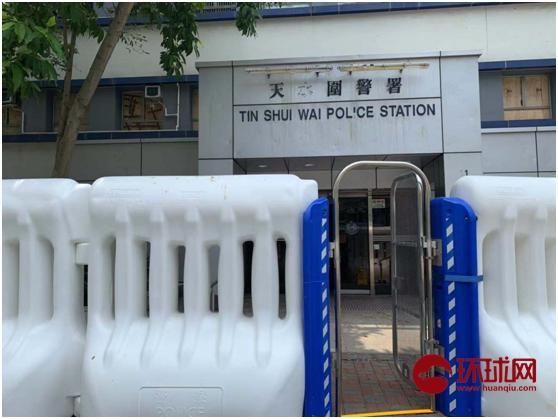 香港市民慰问天水围警署,民众称:最近警察太辛苦