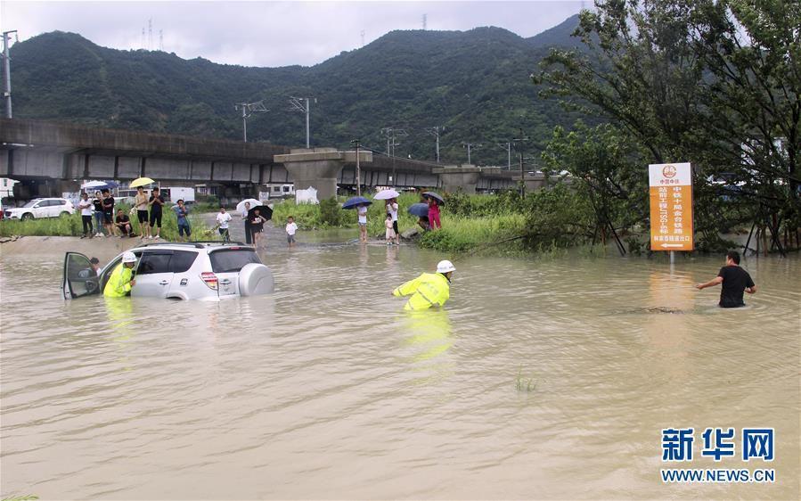 """超强台风""""利奇马""""登陆浙江后一线直击"""