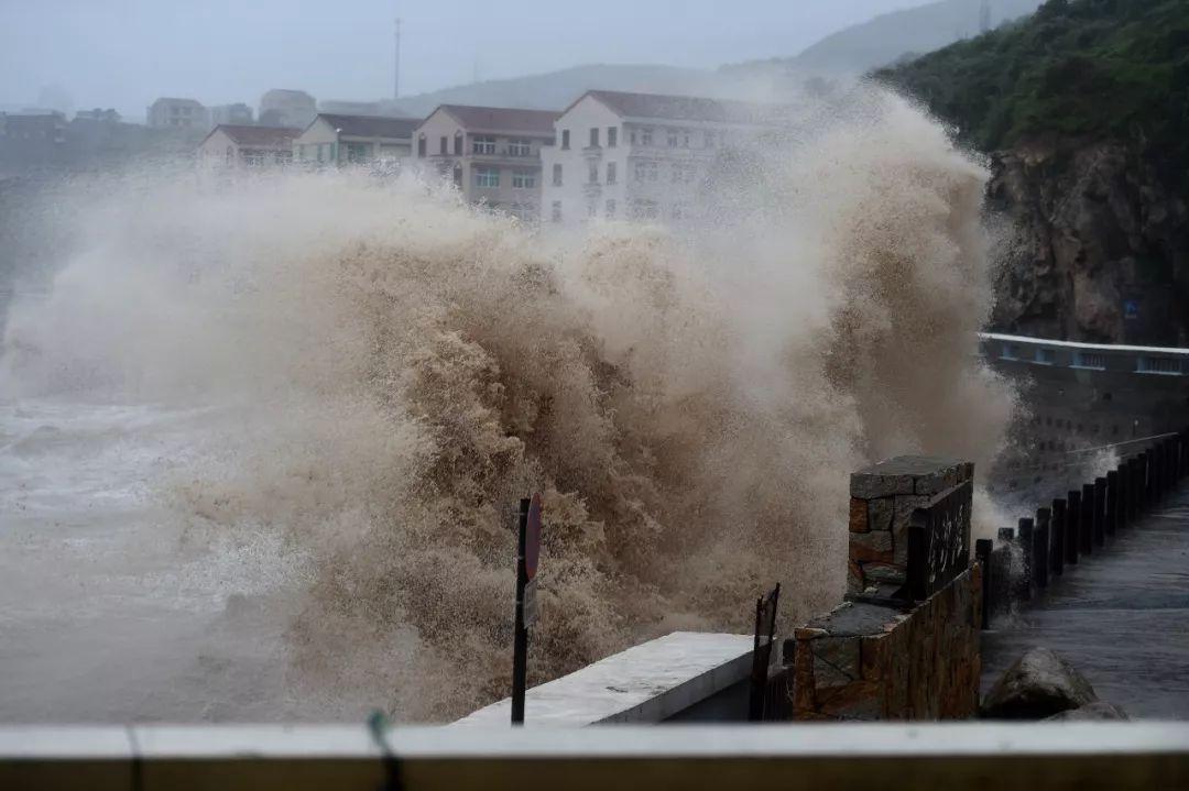 台风中的这河马足球hemaqiuxun些身影,mainhong 高端网站,帅极了!