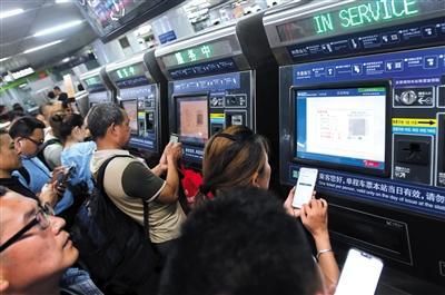北京地铁非现金支付首日 近四成乘客扫码购票