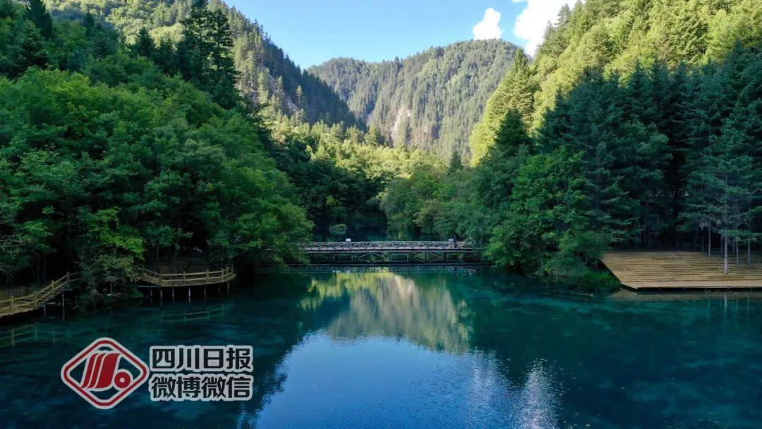 探访震后两年的九ho52寨沟:诺日朗瀑布更加壮观