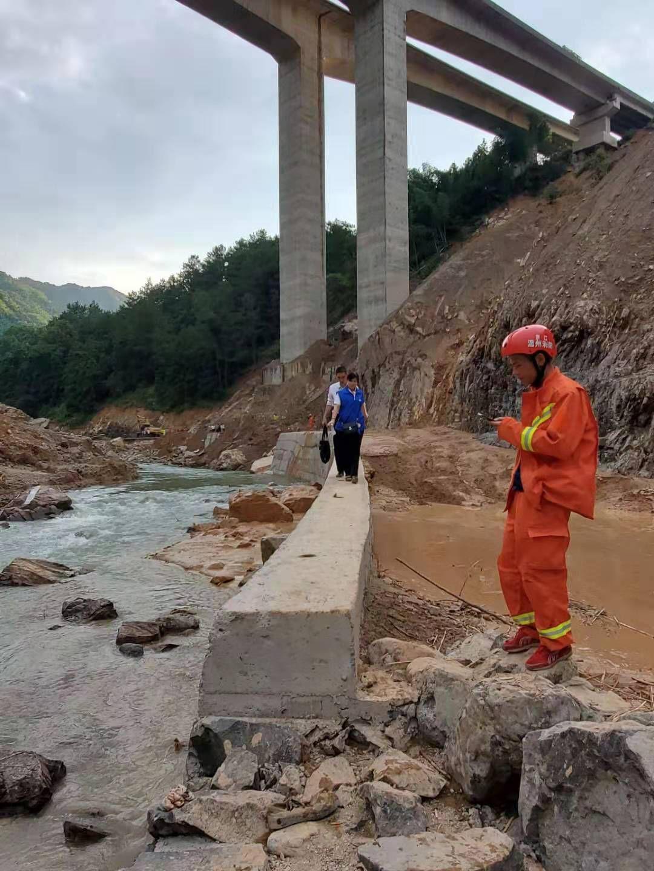 浙江永嘉堰塞湖泄洪口附近一家四口遇难 一人失联