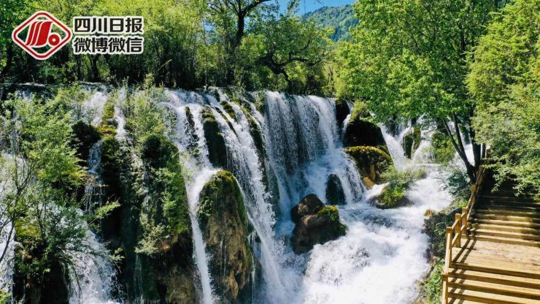 <b>探访震后两年的九寨沟:诺日朗瀑布更加壮观</b>
