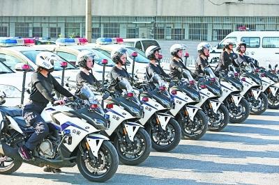武汉首支汉警快骑女子队成立