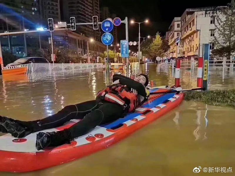 [股鑫网123 ]狂风暴雨,总有人用尽全力默默保护你