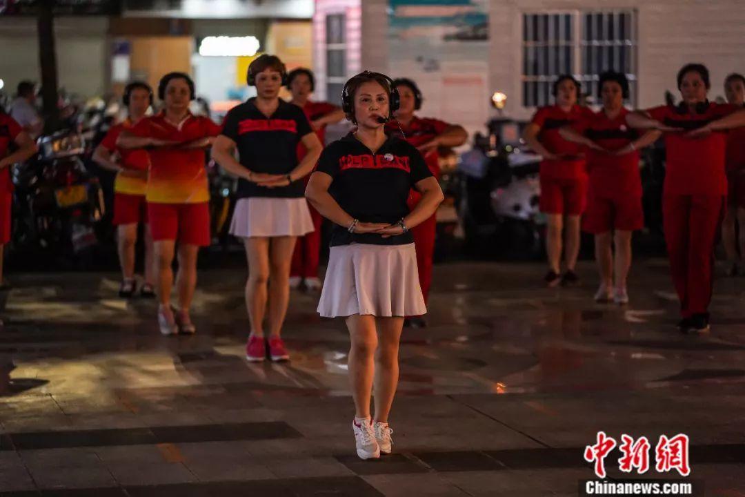 """黑桃k平台官网""""静音""""版广场舞视频走红网络 网友:建"""
