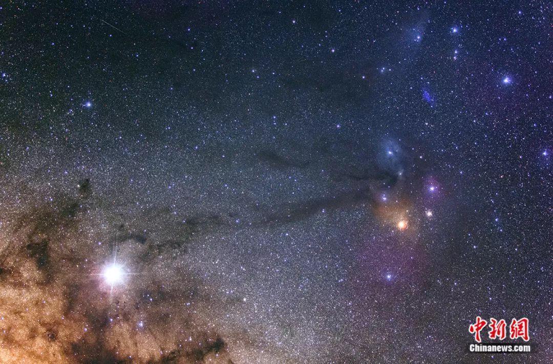 水粉黑板報漸變星空