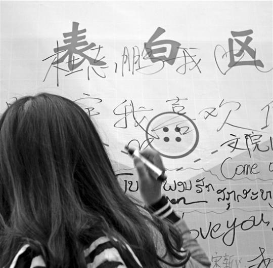 """杭州女大学生发了句""""身高172""""引来100个男生加微信"""