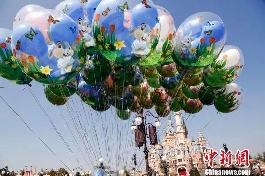 起诉上海迪士尼禁带食物入园大学生:将诉讼到底
