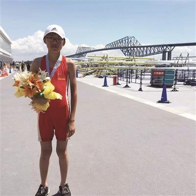 """13岁""""小舵手"""" 国际赛场获银牌"""