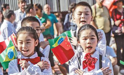 快闪来了!舞龙、旗袍秀......中华文化亮相圣保罗