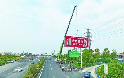 汉蔡高速汉阳段大型立柱广告牌被全部清除