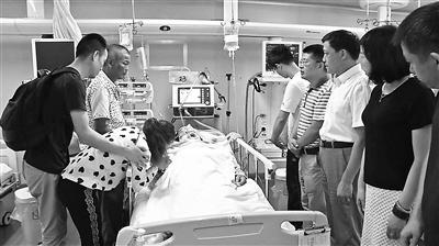 台风中26岁小伙帮邻居修屋顶坠亡 父亲捐献其遗体助人