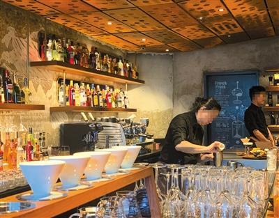 午夜咖啡店成夜生活新选择 为揽客店面延长营业时间