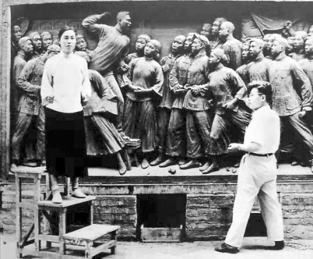 礼赞70年 :从人民英雄纪念碑到共和国勋章