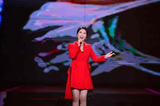 歌曲《闪明的名字》演唱:伊泓远