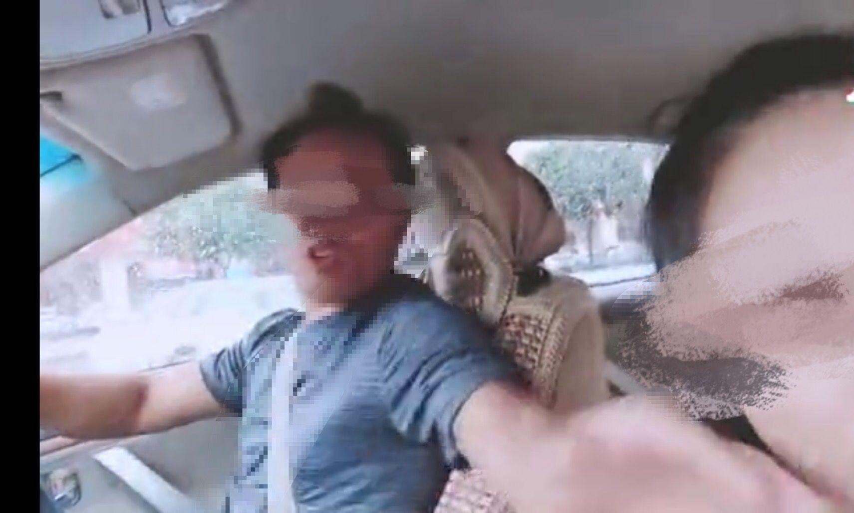 广西一司机因车费纠纷掌掴女游客 被警方行拘10日